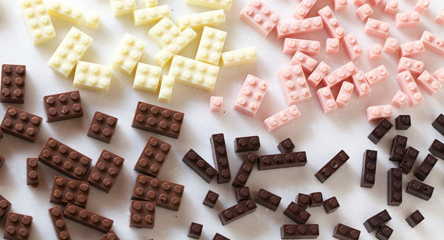 Featured Image Edible Chocolate LEGO Bricks